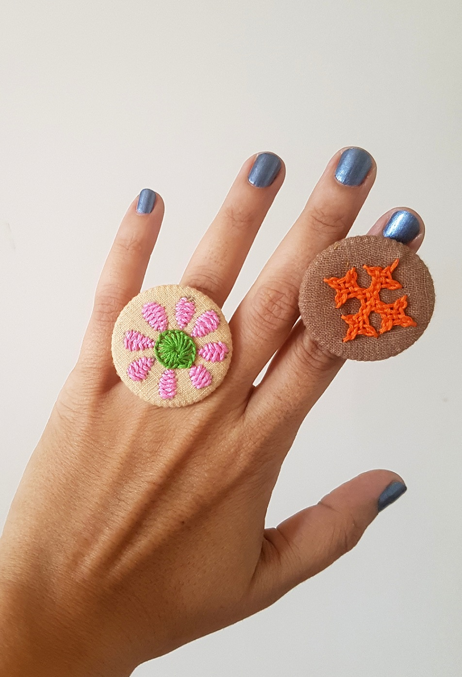 Hand Embroidered Rings in Organic Cotton - Set 13