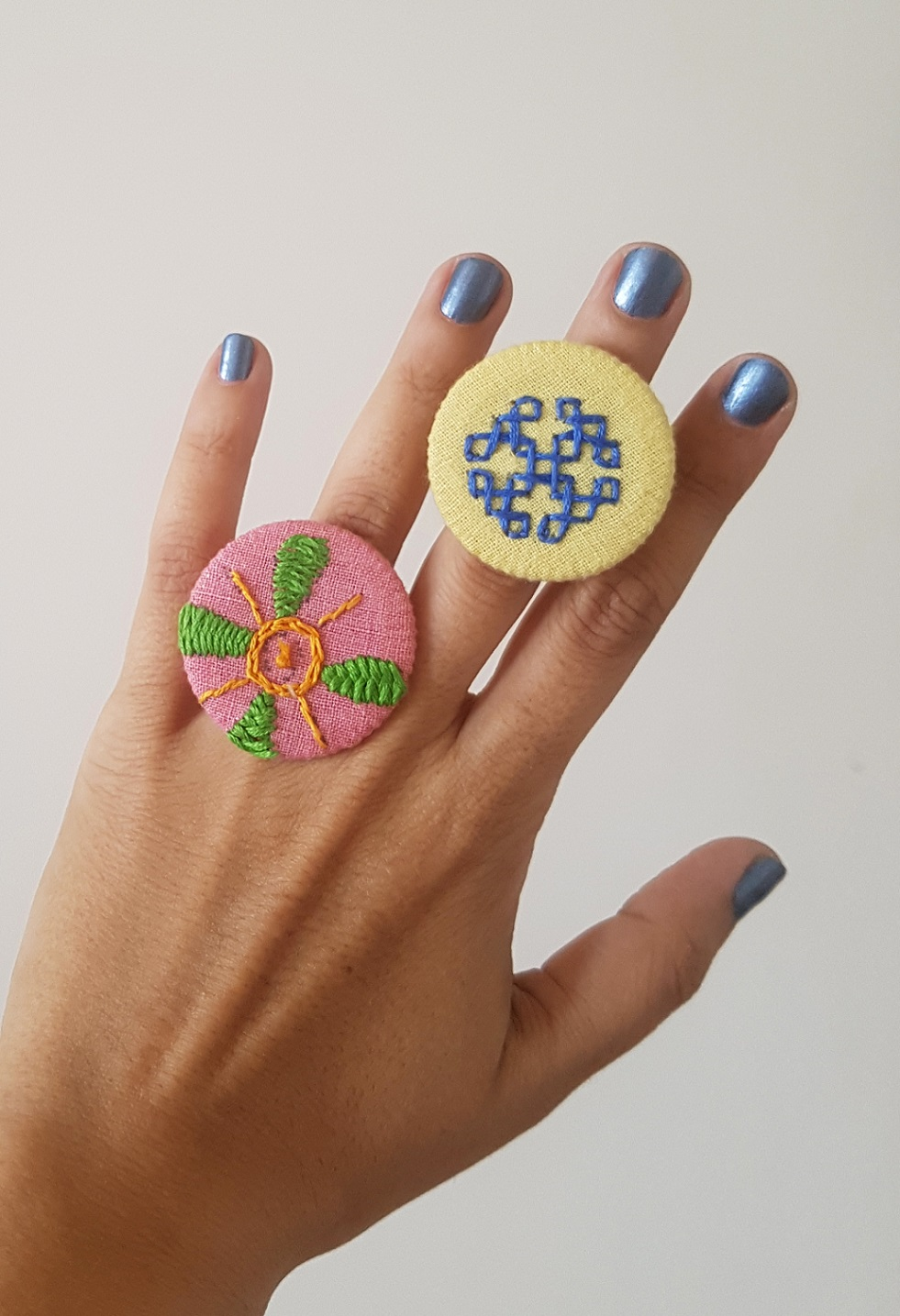 Hand Embroidered Rings in Organic Cotton - Set 10