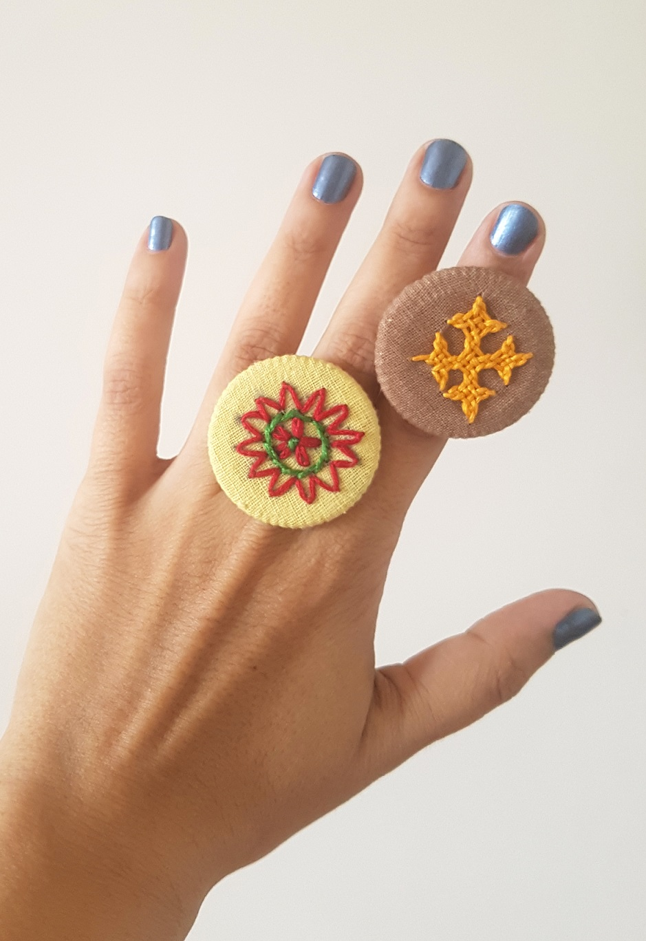 Hand Embroidered Rings in Organic Cotton - Set 7