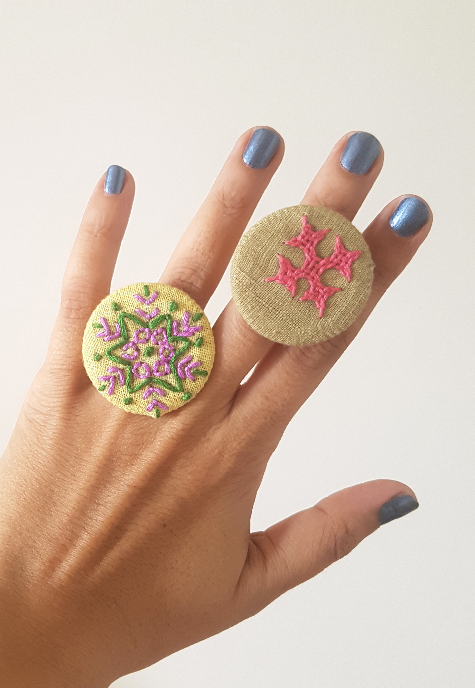 Hand Embroidered Rings in Organic Cotton - Set 14