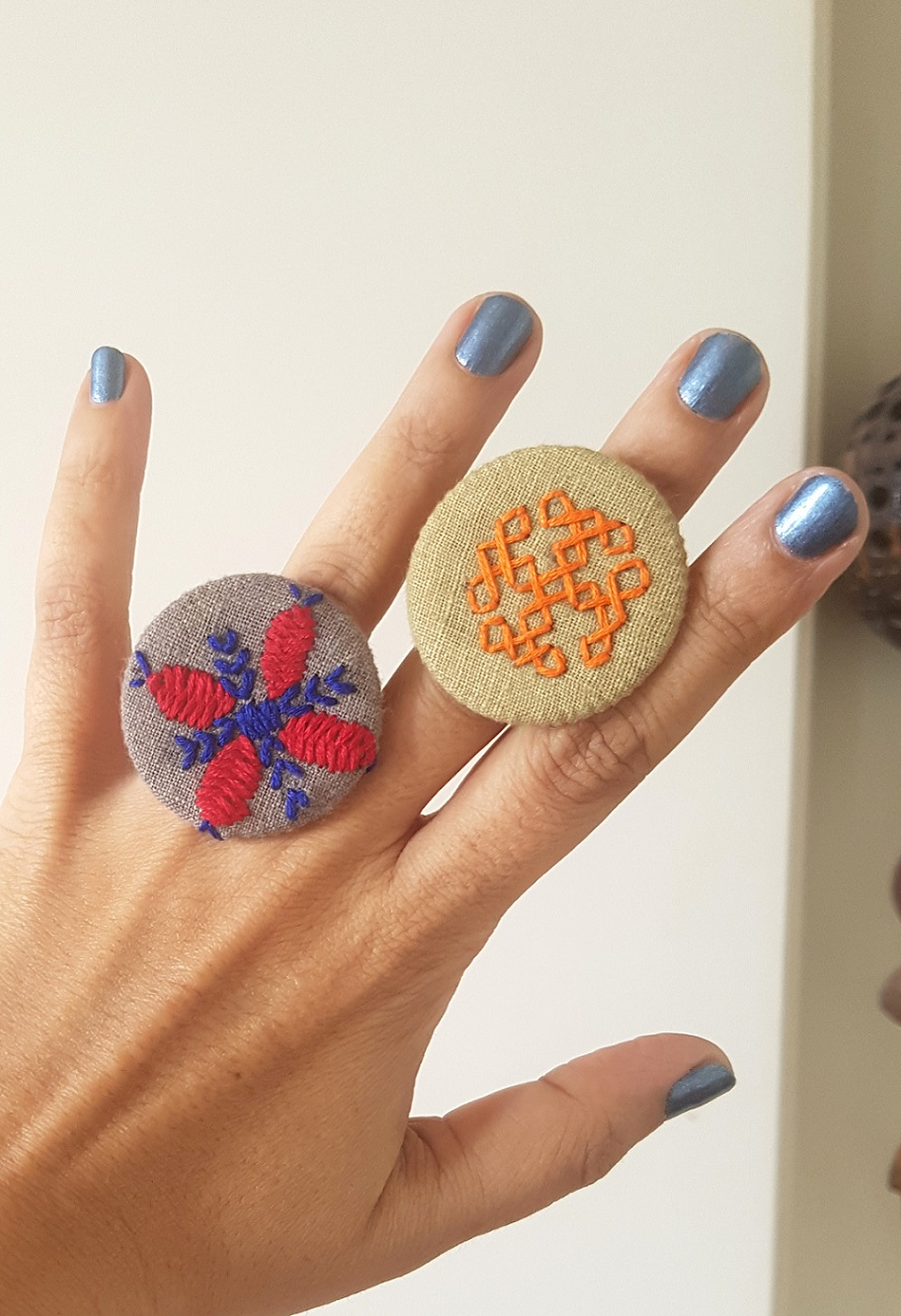Hand Embroidered Rings in Organic Cotton - Set 8